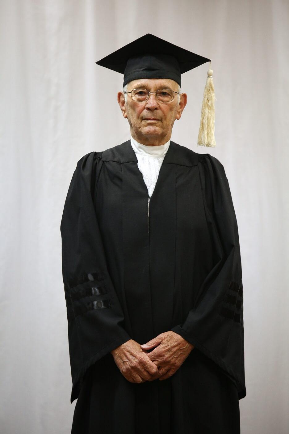 תוצאת תמונה עבור תמונה של עורך דין בריטי